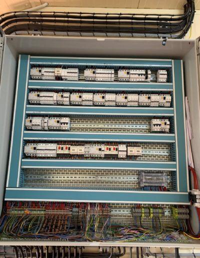 intérieur armoire électrique
